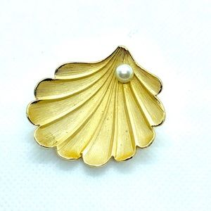 Vtg Gold Giovanni Shell Brooch with Faux Pearl